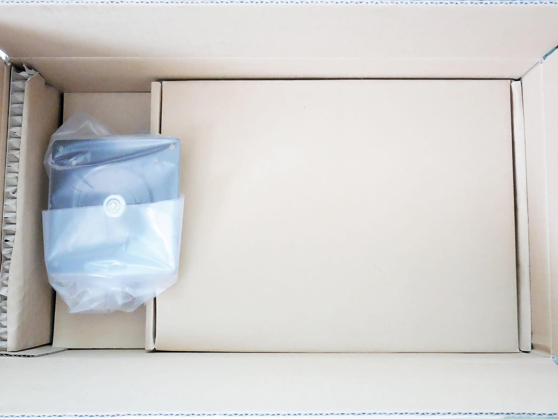 Amazonベーシック LCDモニタースタンド外箱開封した状態