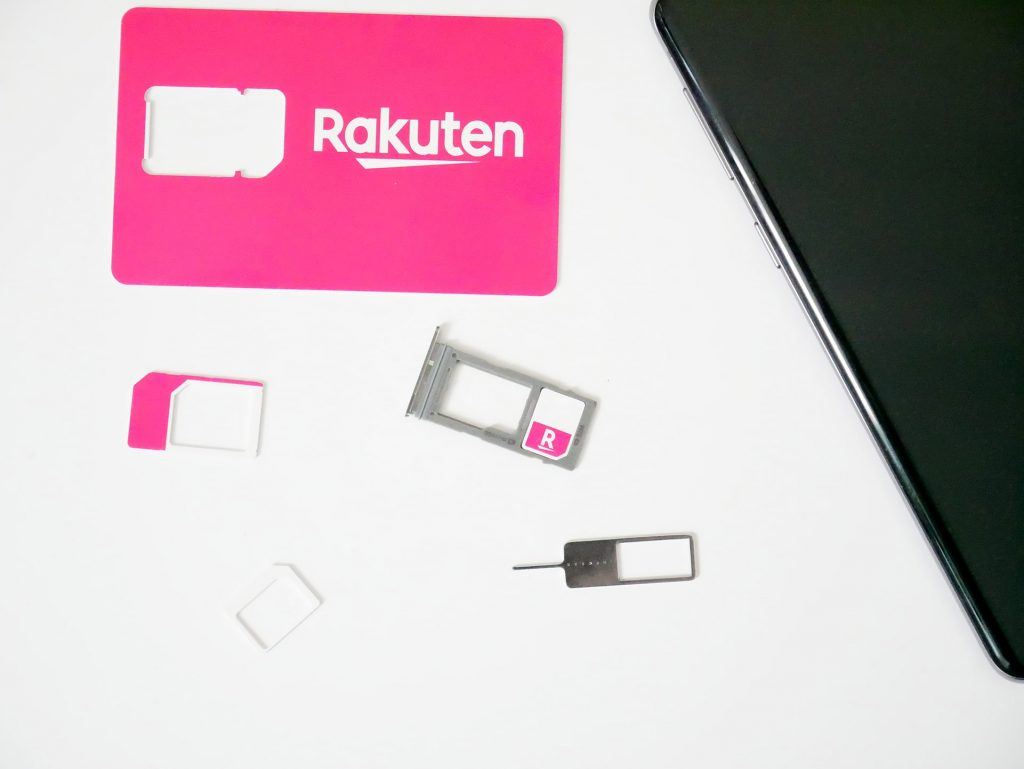 Rakuten UN-LIMIT SIMカードをGalaxy S10 SIMカードトレイにセットする