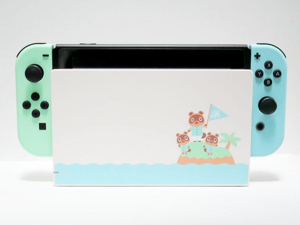 Nintendo Switch あつまれ どうぶつの森セットのドックに本体をセットした状態の写真
