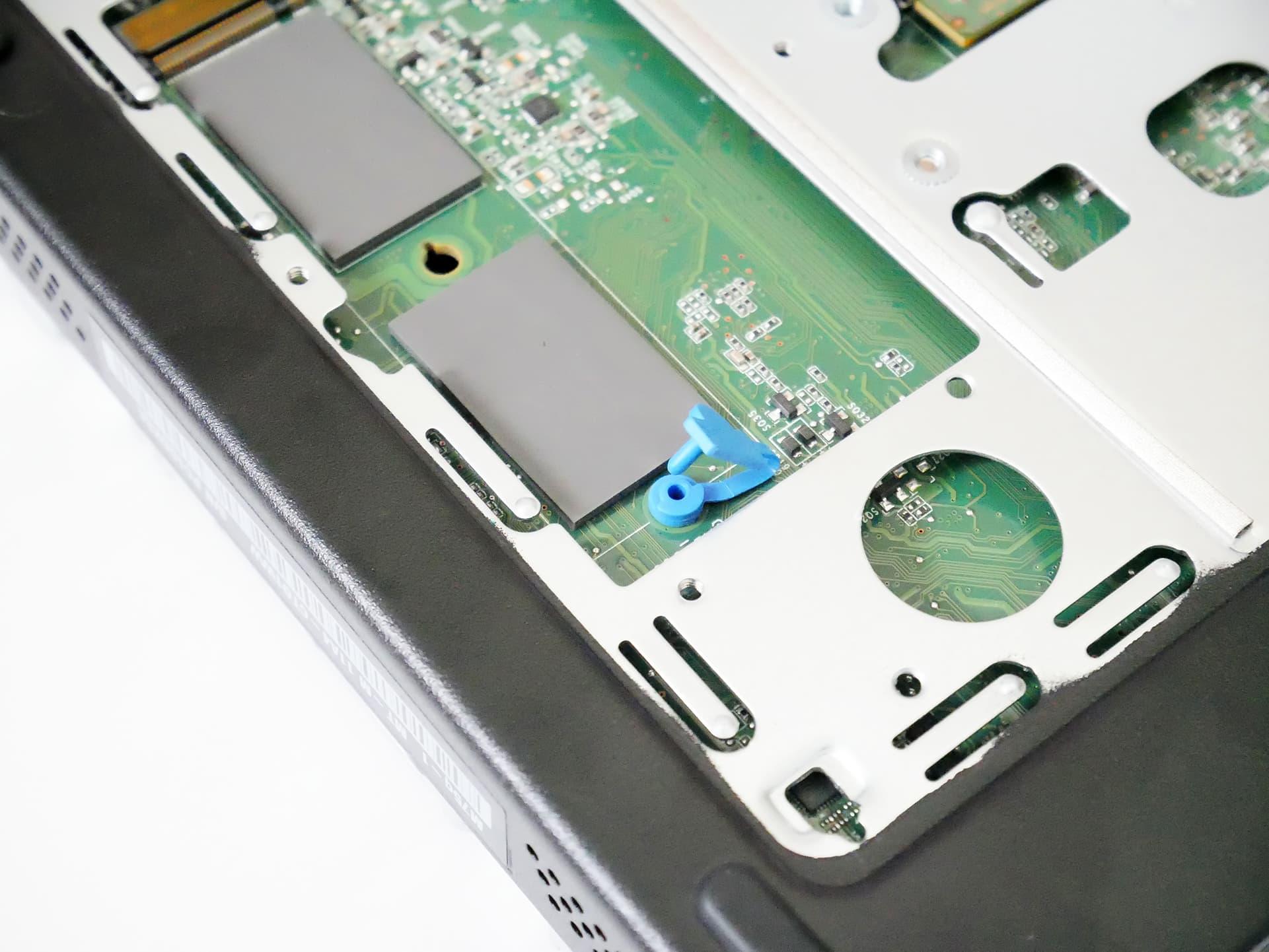ThinkCentre M75q-1 Tiny SSDゴムピン