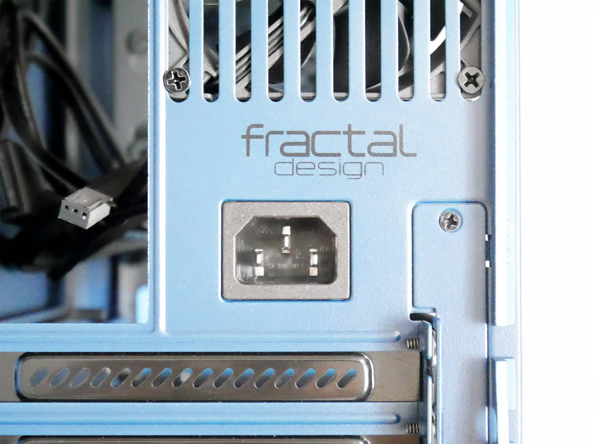 Fractal Design Era ITX ブランドロゴ