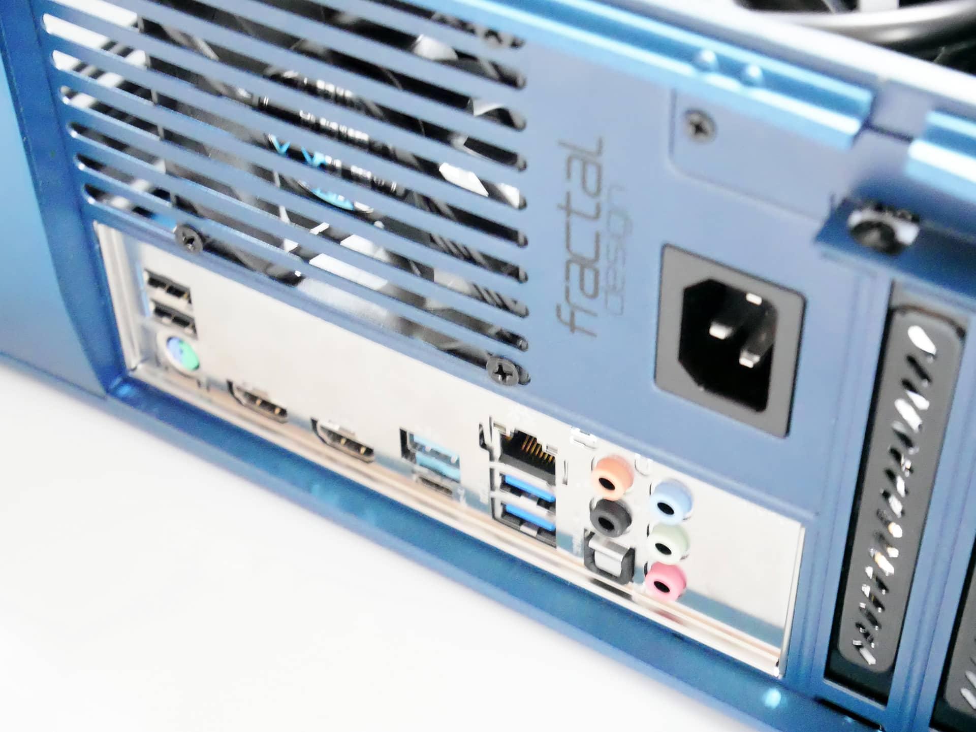 Fractal Design Era ITX のI/Oパネル