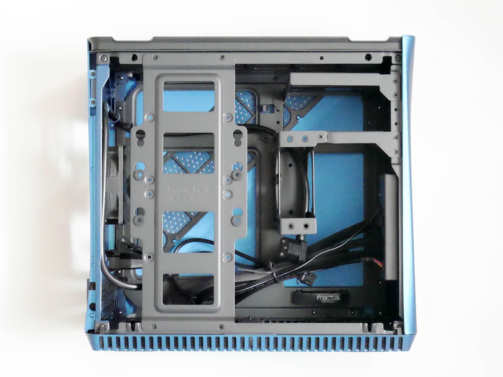 Fractal Design Era ITX の内部