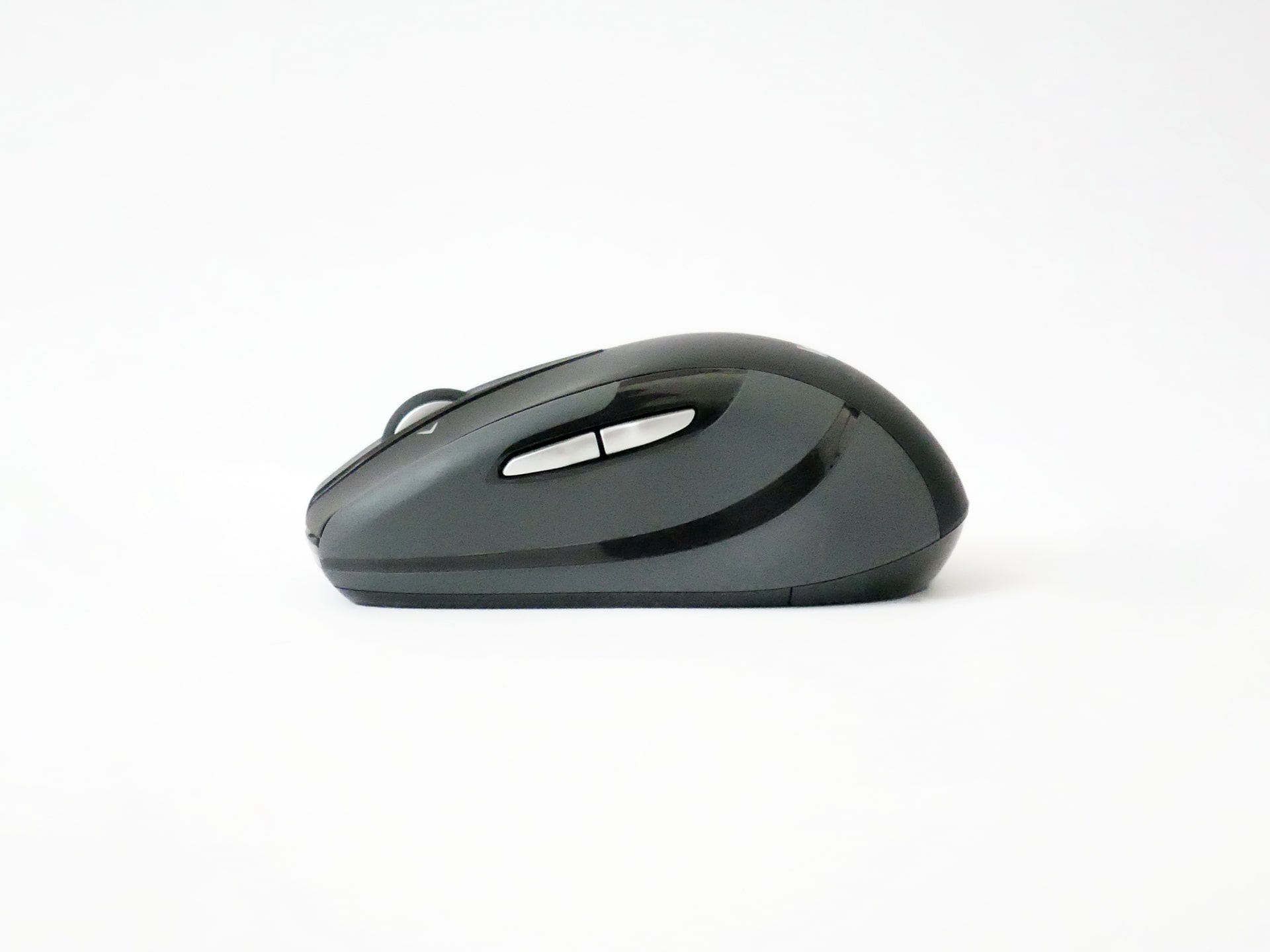 Logicool Wireless Mouse M546左側面