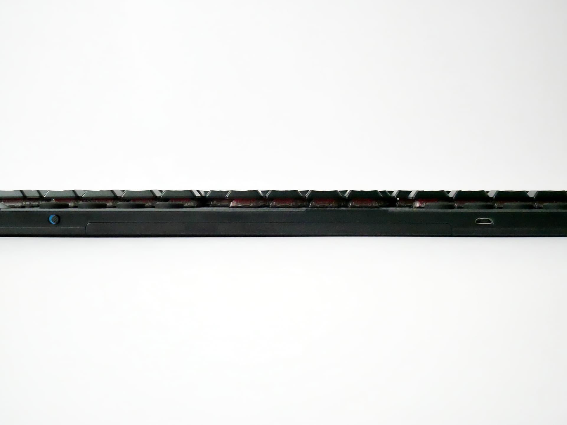 G913 TKL 電源キーとUSB端子