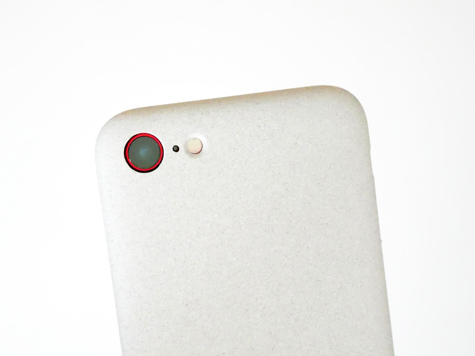 MYNUS iPhone SE CASE サンドグレー カメラ部分