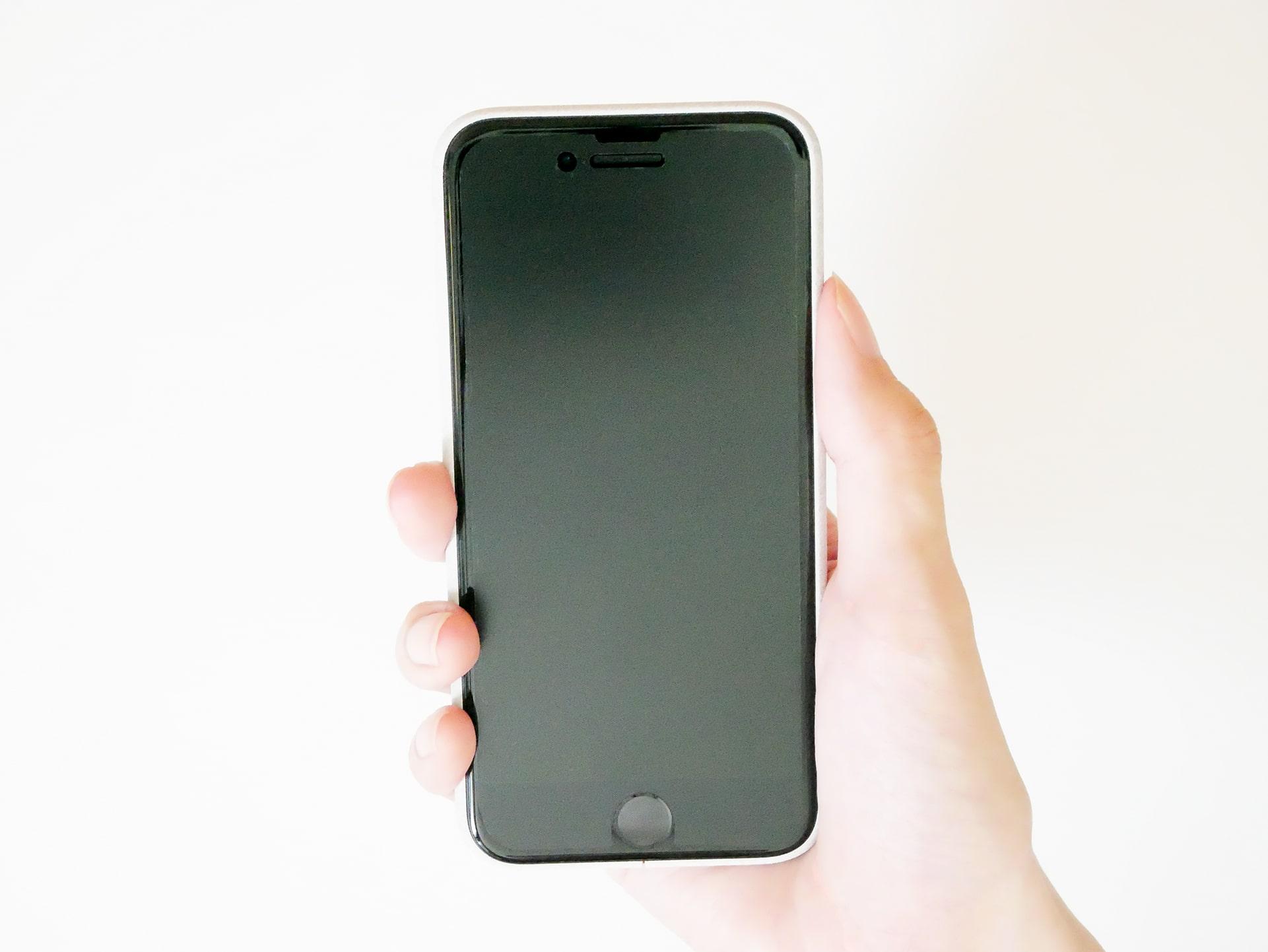 iPhoneを手で持った状態