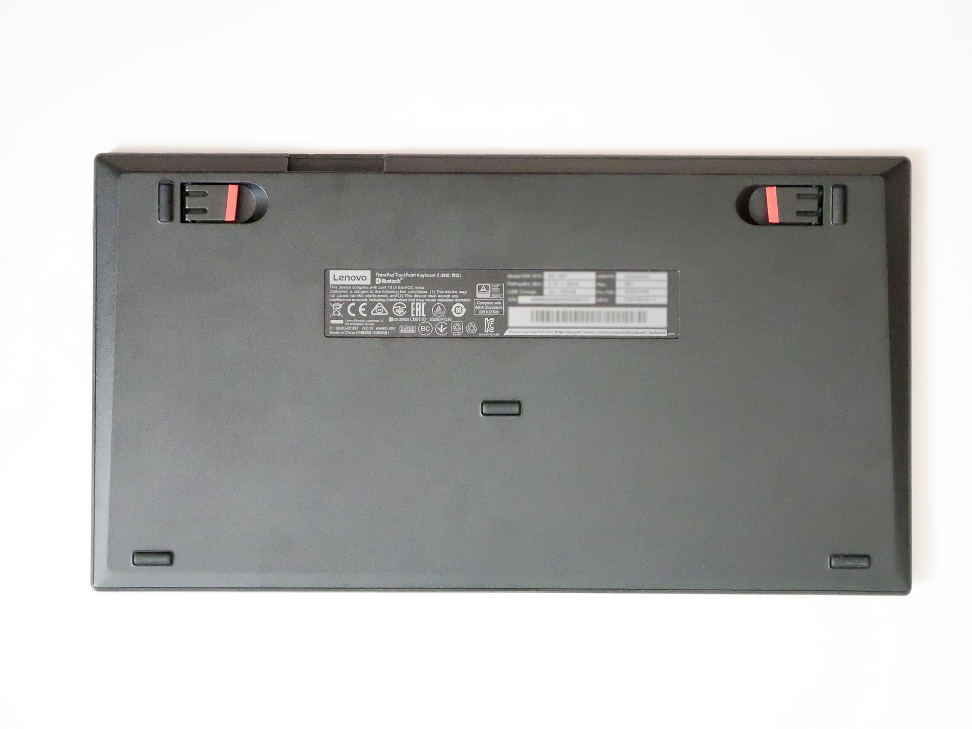 ThinkPad トラックポイント キーボード II 裏面