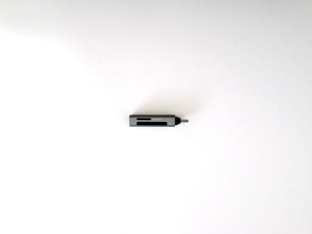 Anker USB-C 2-in-1 カードリーダーのSDカードスロットとmicroSDカードスロット
