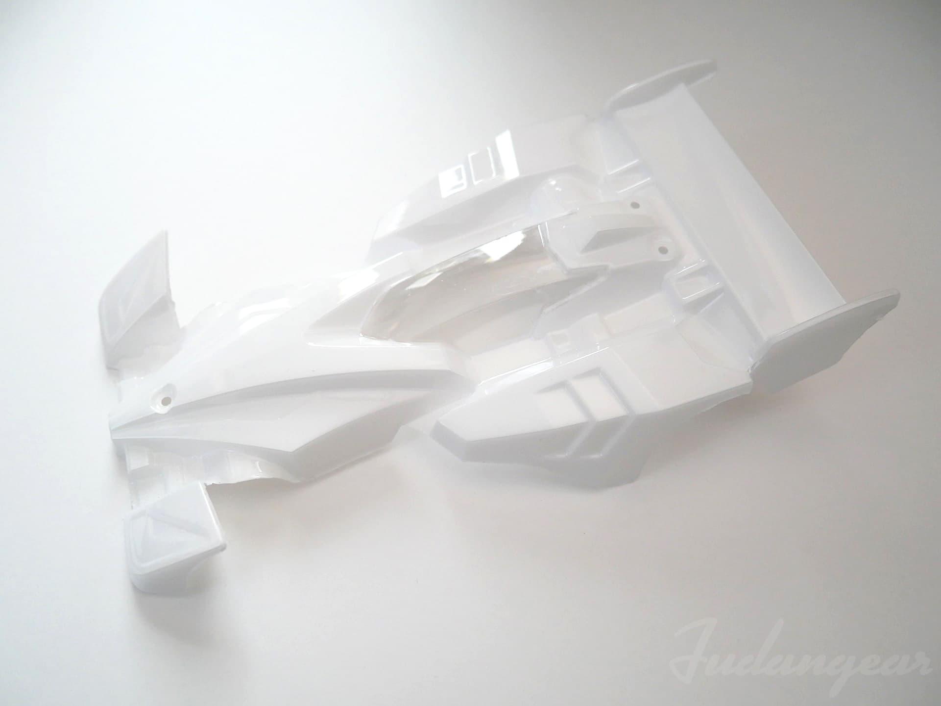 保護フィルムを剥がし終えたサイクロンマグナムメモリアルポリカボディ