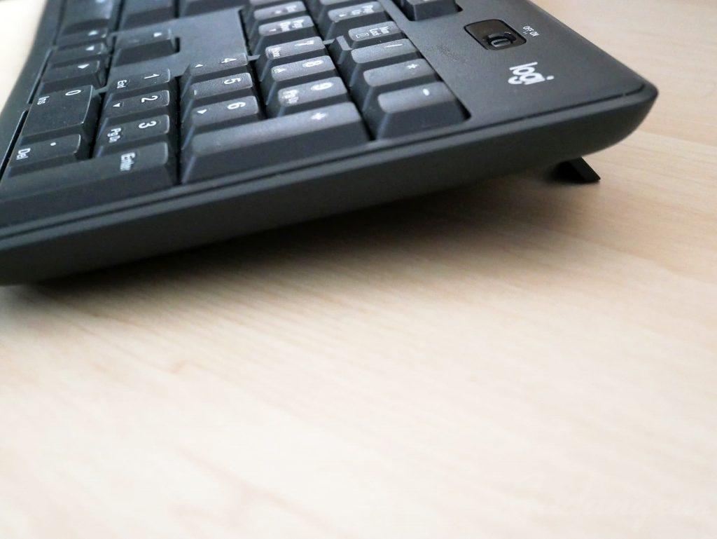 ロジクールのワイヤレスキーボードK275 爪を立てた状態
