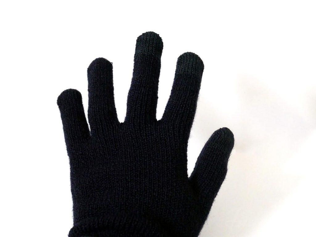ウール混裏起毛タッチパネル手袋を手にはめた状態
