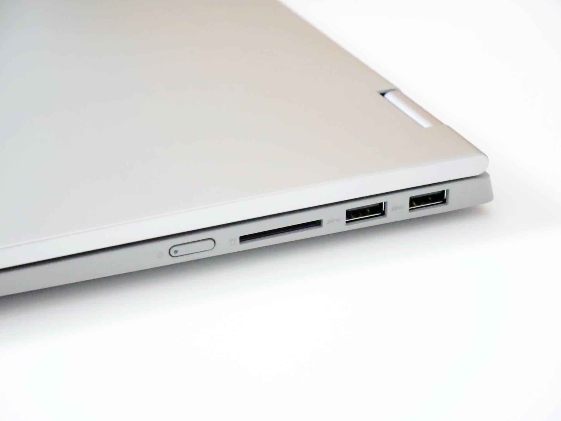 IdeaPad Flex 550 端子右側