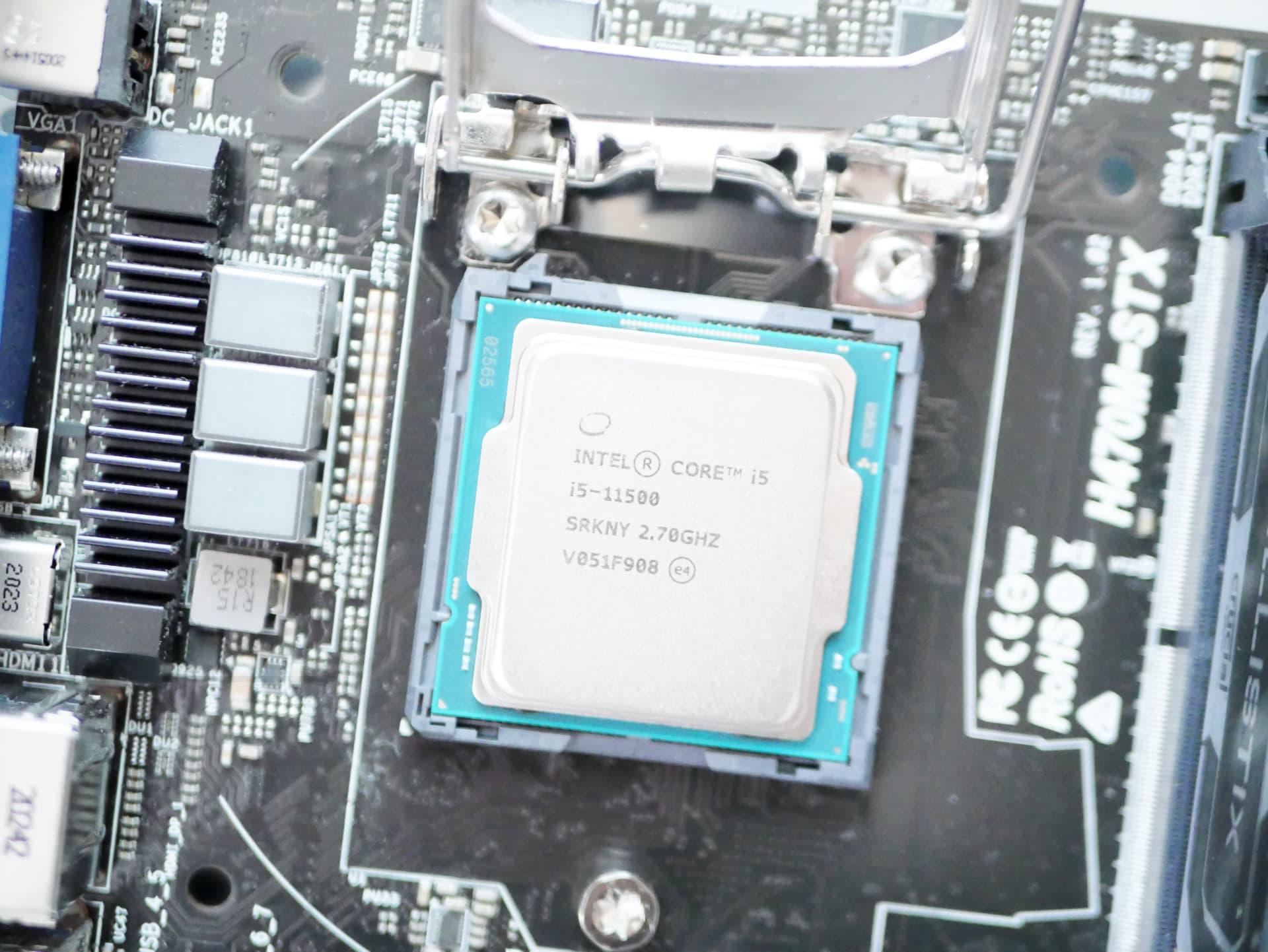 intel Core i5 11500を装着